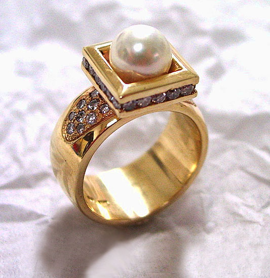 Pearl in Diamond Frame Ring #245